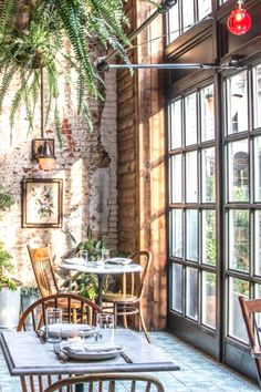 Best Brunch Spots In Philly - Bucket Listers - Dekor Brunch Places, Brunch Spots, Visit Philly, Bottomless Brunch, South Philly, Breakfast Specials, Good Dates, Southern Style, Vintage Decor