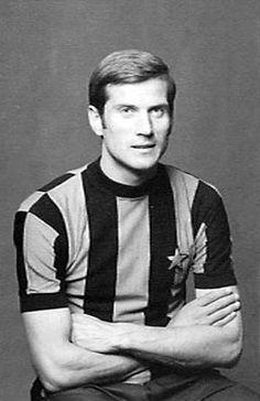 Giacinto Facchetti of Inter Milan in 1967. Football Awards, Football Icon, Football Stadiums, School Football, Football Soccer, Football Players, Club World Cup, Association Football, The Golden Years