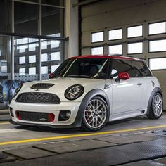 Mini John Cooper Works White with red roof White Mini Cooper, Mini Cooper Works, Mini Cooper Custom, Mini Cooper Sport, Mini Cooper One, Cooper Car, John Cooper Works, Mini Countryman, Mini Clubman