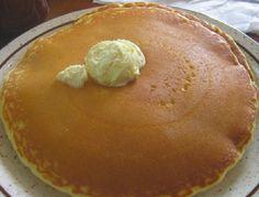 Blinis es una preparación esponjosa, liviana que se pueden acompañar con dulce o salado. Son parecido a los crèpes pero éstos son más finos.