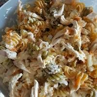 Ensalada de pasta y pollo con aliño de yogur