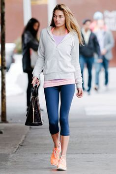 Minden szem Jessica Hart neon cipők. Celebrity Workout Clothes 172d44246