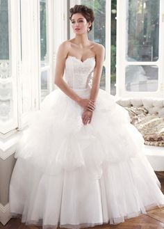 NEW! Gorgeous Organza  Tulle Ball Gown Sweetheart Neckline Dropped Waistline Wedding Dress With Lace Appliques