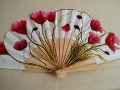 Clever fan with shaped edge. Antique Fans, Vintage Fans, Pretty Hands, Beautiful Hands, Hand Held Fan, Hand Fans, Fan Decoration, Umbrellas Parasols, Art Drawings For Kids