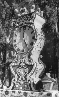 """Murcia, 13-4-1955.- Detalle de la carroza """"Reloj"""", premiada durante su participación en la Batalla de Flores celebrada hoy dentro de las Fiestas de Primavera de Murcia. EFE/ Herrero lafototeca.com Image : efespseven080815"""