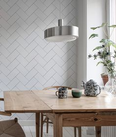 Wallpaper with fishbone tiles