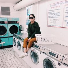 Latergram to our morning in the laundry @collagevintage2 #collageontheroad