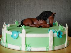 Horse Cake this would be pretty easy to do, if you use a figurine/toy horse on top. Horse Party, Cowgirl Party, Cupcakes, Cupcake Cookies, Horse Birthday Parties, Birthday Cake, Rocking Horse Cake, Daisy Party, Fantasy Cake