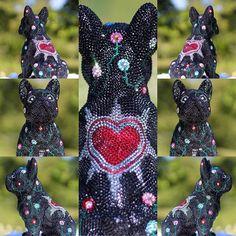 FRENCH BRUNO / PHILEAS ______________________________________________ #frenchbruno #phileas #j_leitner #swarovski #sculpture #crystals #crystal #art #luxury #swarovskiart #swarovskiartist #blingbling #amazing #glamour #exclusive #frenchielove #frenchbulldog #bulldogs #dog #doggy #hund #glitter #worldvisualcollective #atelier #johannes_egi #graz Bulldogs, Swarovski, Bling, Glamour, Sculpture, French, Photo And Video, Crystals, Luxury