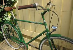 #biciclasica de la marca #Retrovelo, modelo Paul en verde    #avantumbikes