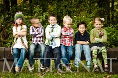 grandkids photography So sweet. I can just picture our little Crossing babies doing this in a few years. Large Family Pictures, Brother Pictures, Family Picture Poses, Cute Pictures, Picture Ideas, Grandchildren Pictures, Family Photos, Photo Ideas, Class Pictures