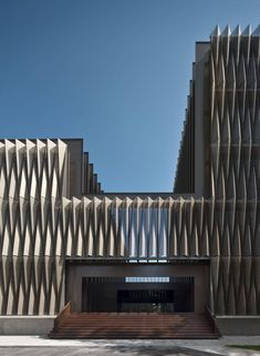 This building in Pamplona, Spain, by Vaillo & Irigaray & Galar is characterised by an outer skin that envelopes the facade. Gothic Architecture, Facade Architecture, Amazing Architecture, Contemporary Architecture, Installation Architecture, Contemporary Stairs, Contemporary Apartment, Contemporary Wallpaper, Contemporary Chandelier