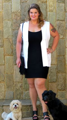 Look do dia plus size #ootd #plussize #fatshion Colete Xica Vaidosa, vestido bandagem Xica Vaidosa, Sandália Melissa  www.grandesmulheres.com.br
