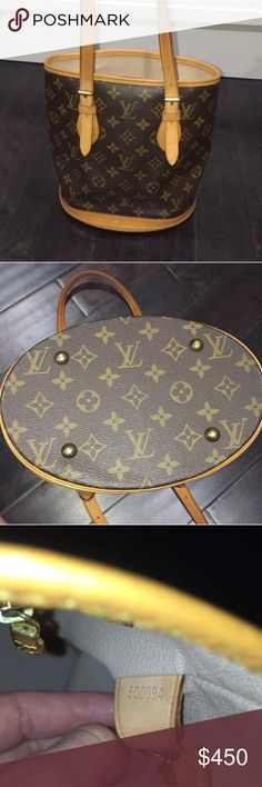 Louis Vuitton monogram bucket tote 23 x 26 x 16 cm  (Length x height  x width )   - Two interior pockets, one zipped - Handle and trimmings in natural cowhide leather - Golden brass pieces - Adjustable shoulder strap with buckle - Hand or shoulder carry - Brass feet to protect the bag  Very small signs of aging leather which adds character to the bag. Everything else is like new with almost no signs of wear!   *** its is missing the mini pouch that originally came with the bag*** Louis…