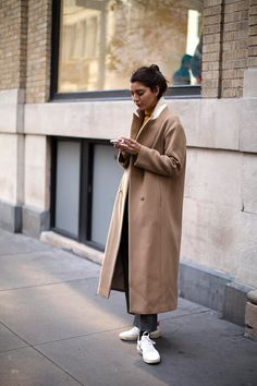 On the Street…Prince St., New York ideas street styles philippines On the Street…Prince St., New York (The Sartorialist) Tomboy Fashion, Look Fashion, Winter Fashion, Lifestyle Fashion, Scott Schuman, The Sartorialist, Style Me, Cool Style, New York