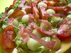 Ensalada de Melón con Salsa de Albahaca Hoy os ofrecemos una ensalada de melón con un aliño a base de albahaca. ¿Quién dijo que no se puede comer sano y que sea sabroso? Con la #ThePlatinumExperience se puede. http://melonplatinum.es/blog/2015/08/ensalada-de-melon-con-salsa-de-albahaca/ Síguenos también en todas nuestras redes sociales: TW - @melónPlatinum FB - melonplatinum https://plus.google.com/+MelonplatinumEsExperience