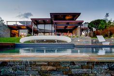 A Porto-Vecchio, une villa à 7 millions d'euros à vendre - http://www.leshommesmodernes.com/villa-porto-vecchio/