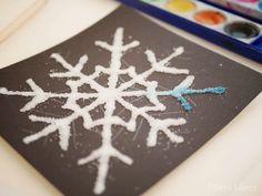 Salzmalerei - bunte Eiskristalle aus Salz - Montessori Blog & Shop - MontiMinis Winter Snow, Winter Diy, Preschool Activities, Montessori, Diy And Crafts, Projects To Try, Christmas Ornaments, Holiday Decor, Creative