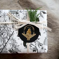 Double sided gift wrap   Woodland   Crosses
