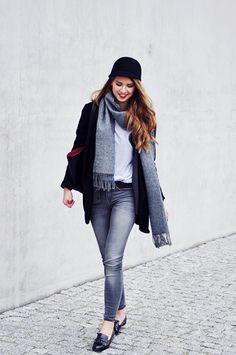 S K I N N Y L I A R: Grey scarf
