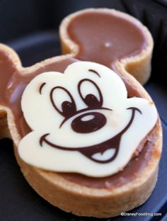 Menus, insider tips and more on all of the restaurants in Walt Disney World! I adore @disneyfoodblog