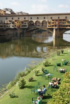 garden at the foot of the ponte vecchio in florence - tuscany | via Style Italia ~ Cityhaüs Design