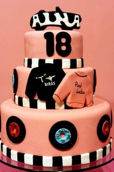 """18th birthday/18 cumpleaños: Tarta rosa para una fiesta """"Grease"""" - Gorgeous pink cake for a Grease party"""