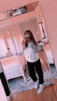 room and outfit goals Lazy Outfits goals Outfit room Baddie Outfits For School, Cute Lazy Outfits, Cute Outfits For School, Chill Outfits, Sporty Outfits, Teen Fashion Outfits, Summer Outfits, Fashion Women, Lazy Day Outfits For School