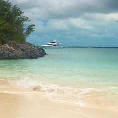 Anchored off Boyse Cay, Barraterre, Great Exuma. #YACHTCHARMER  #exumas #exumacays #bahamas #charteryacht #yachtcharter #yachting #boating #itsbetterinthebahamas #onlyinthebahamas #explorethebahamas  #beach #beaches #plage #plages #playa #privatecharter #scenery #outdoors #island #islandlife #yachtrentals #ocean #oceanlife #nature #seascape #luxuryvacation #dreamvacation  #luxurytravel