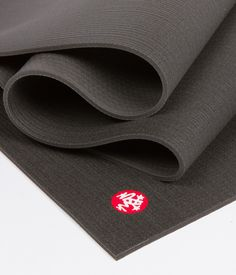 An ultra-dense and spacious performance yoga mat that has unmatched comfort and cushioning. The PRO® will never wear out, guaranteed. Standard: 3.4 kg; 180 cm x 66 cm; 6 mm thick Extra long: 4.0 kg; 215 cm x 66 cm; 6 mm thick Sweating a lot? We recommend pairing this with one of our performance towels.