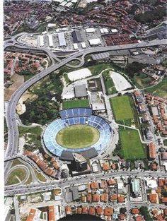The Estádio das Antas (officially Estádio do Futebol Clube do Porto)----was the third (and longest occupied) stadium of the Portuguese football side FC Porto.It was in use from 1952 to 2004, replacing the earlier Campo da Constituição and later REPLACED by Estádio do Dragão.