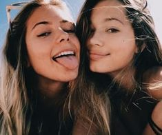Beach pics with friends amazing and super funtastic can find Best friends and more on our website.Beach pics with friends amazing and super funtastic 33 Bff Pics, Cute Friend Pictures, Friend Photos, Bff Posen, Cute Friends, Best Friends, Happy Friends, Shooting Photo Amis, Best Friend Fotos