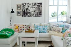 more couch pillows Fjeldborg: Stue med knall