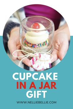 Everyone loves a cupcake. And everyone loves pretty packaging. Learn how to make these mason jar cupcake holders. They are such an easy way to gift a single cupcake! You'll be spreading sugar love to teachers, neighbors, friends, and more. #Cupcake #Giftidea #Howtomake Individual Cupcake Holder, Cupcake Holders, Mason Jar Cupcakes, Sugar Love, Recipe Filing, Pretty Packaging, Jar Gifts, Keep It Simple, Pinterest Recipes