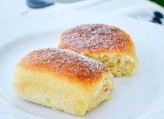 Köstliche Buchteln aus Hefeteig können auch im Brotbackautomat zubereitet werden. Das Rezept schmeckt vorzüglich und ist luftig und leicht.