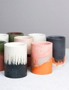 Geen keramiek maar cement! Gekleurde pigmenten erdoor, hoeft niet in oven.... Thuis eens proberen?
