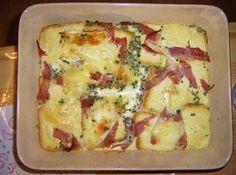 Pain perdu montagnard 100 g de pain 100 g de reblochon 80 g de jambon blanc 30 g de beurre 3 œufs 50 cl de lait ciboulette marjolaine sel poivre