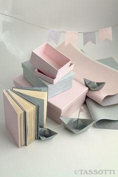Origami boats sail in a paper sea. Set your fantasy free with Tassotti multipurpose decorative papers. - Barchette origami navigano in un mare di carta. Libera la fantasia con le carte decorative pluriuso Tassotti.