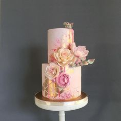 Beautiful cake – peach, pink, gold and rose gold - Babyshower Pink Cake Ideen Beautiful Wedding Cakes, Gorgeous Cakes, Pretty Cakes, Cute Cakes, Gold Fondant, Fondant Cakes, Cupcake Cakes, Gold Birthday Cake, Engagement Cakes