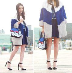 A brilliant look in shades of blue and a cute cartoon handbag