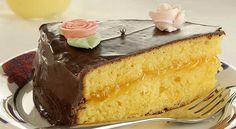 [Torta di Pasqua] 8 persone - tempo: 125m -180 g di farina; 60 g di fecola di patate; 180 g di zucchero; 180 g di burro morbido; 4 uova; 1 bustina di lievito; 1 arancia con la scorza non trattata; 200 g circa di confettura di albicocche; per la glassa: 200 g di cioccolato fondente; 1 piccola noce di burro. per la decorazione: ovetti di zucchero bianchi. per la salsa all'arancia: 3 tuorli d'uovo freschissimi; 300 g di latte; 70 g di zucchero; 1 arancia con la scorza non trattata.