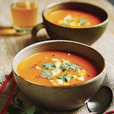 Vegetable soup d Autumn and apples roast - chatelaine Wine Recipes, Soup Recipes, Healthy Recipes, Healthy Food, Confort Food, Good Food, Yummy Food, Make Ahead Meals, Soup And Sandwich