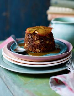 These little gingerbread, apple and almond steamed puddings are deliciously warming sitting in a puddle of sweet toffee sauce.