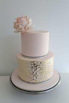 12 Gorgeous Metallic Wedding Cakes - Belle the Magazine . Blush Pink and Gold cake. Metallic Cake, Metallic Wedding Cakes, Cool Wedding Cakes, Beautiful Wedding Cakes, Gorgeous Cakes, Wedding Cake Designs, Pretty Cakes, Amazing Cakes, Gold Wedding