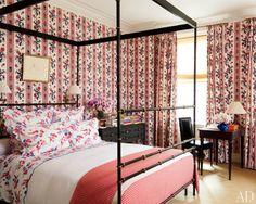 Feminine bedroom interior design by Peter Marino #decoratingideas #interiorarchitecture #ad100 More inspiration at http://www.brabbu.com/en/inspiration-and-ideas/interior-design/2016-100-list-peter-marino-decoration-ideas