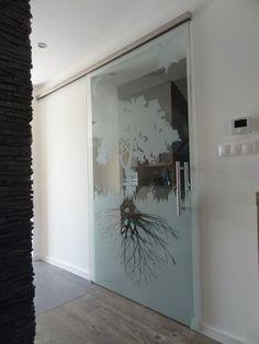 sklenené posuvné dvere s digitálnou potlačou imitujúcou pieskovanie Oversized Mirror, Furniture, Design, Home Decor, Decoration Home, Room Decor, Home Furnishings, Home Interior Design