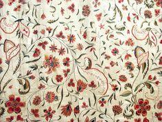 Détail d'un couvre-lit à décor floral et médaillon central Inde, 18ème siècle…