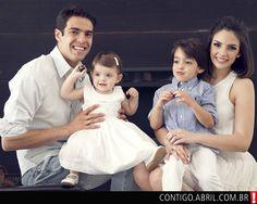 Kaká com a filha, Isabella, e Carol Celico com o filho do casal, Luca
