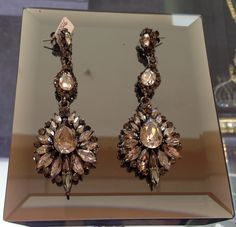 Dla koneserek i wielbicielek pięknej i efektownej biżuterii - kolczyki KENT.