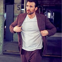 Chris evans photographed by matthew brookes for instyle may 2016 Capitan America Chris Evans, Chris Evans Captain America, Logan Lerman, Shia Labeouf, Amanda Seyfried, Christopher Evans, Robert Evans, Man Thing Marvel, Star Wars